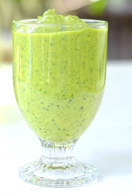 Green kiwi smoothie - v